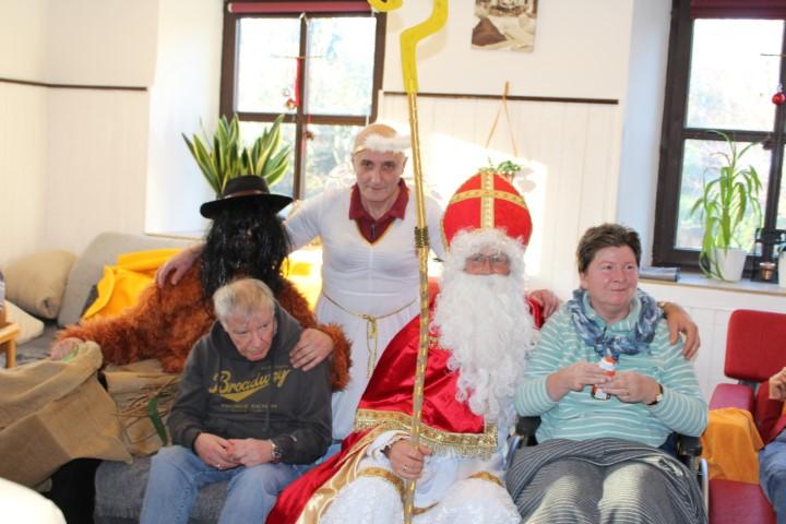 Ein Nikolaus, ein Krampus und ein wilder Engel